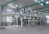 El tanque químico de la mezcla con el mezclador