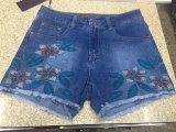 Ricamo che arriccia i jeans casuali del denim delle donne bruscamente