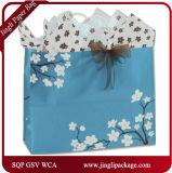 咲く美の買物客の花のギフトは花のギフト袋を袋に入れる