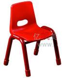 가구 아이의 의자가 플라스틱에 의하여 농담을 한다