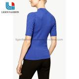 Suéter del suéter de las señoras con el cuello alto
