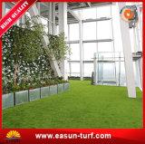 Césped artificial popular y durable de la hierba para el jardín
