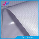 Bandera puesta a contraluz de la flexión de las materias primas del PVC para la visualización de los rectángulos ligeros