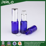 Bottiglie dell'azzurro di cobalto con la pompa e la protezione d'argento