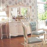 木製表およびワインのキャビネットが付いている食堂の家具