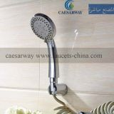 Il multi rubinetto funzionale della cucina con estrae lo spruzzatore