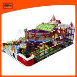 O equipamento das crianças de Mich caçoa o campo de jogos interno do campo de jogos