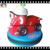 Автомобиль батареи занятности участвуя в гонке для спайдера малышей