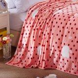 Il PUNTINO rosso ha lavorato a maglia la coperta 100% del visone del panno morbido della flanella del poliestere per l'hotel per la casa