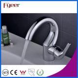 Fyeerのクロム曲がった口の単一のハンドルのHot&Cold水洗面台の水栓の混合弁
