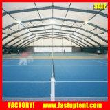 多角形のスポーツのテニスコートの玄関ひさしのテント