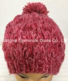 ポンポンHjb060が付いている方法ピンクケーブルの編む帽子