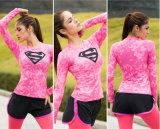 La gymnastique d'usure de forme physique de dames de logo de surhomme de modèle de mode folâtre le long T-shirt de chemises