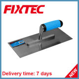 La mano di Fixtec lavora il Trowel intonacante del acciaio al carbonio 280*115mm con la maniglia di plastica
