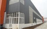 プレハブの鉄骨構造の大きい研修会か倉庫