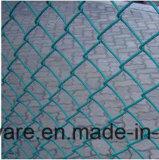 PVCは運動場に使用したチェーン・リンクの塀に塗った