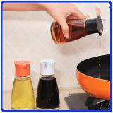 ガラスコショウの瓶はスパイスのための香辛料のガラスビンをか醤油または酢セットする