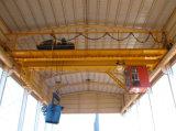 Уполовник печи жидкий стальной поднимая надземный кран с машинным оборудованием электрической лебедки поднимаясь