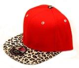 Подгонянный шлем Snapback конструкции с Brim кожи леопарда