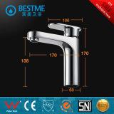 Grifo de lavabo de colada Finished del golpecito de agua del cromo al por mayor de China (BM-B10203)