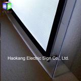 バックライトを当てられるLEDが付いている水晶ライトボックス表示印を広告する