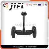 Individu sec de deux roues de Xiaomi Minirobot équilibrant le scooter électrique de mobilité
