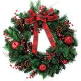 多彩な、いろいろな種類の休日の装飾の人工的なクリスマスの花輪