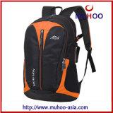 A forma ostenta o saco da trouxa para ao ar livre (MH-5055)