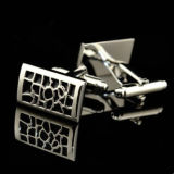 Mancuerna acanalada del nudo del metal de plata
