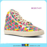 Klassische hohe Spitzenfreizeit-Schuhe mit Westdiamanten
