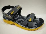 子供の夏のサンダル柔らかいゴム製Outsoleは靴をからかう