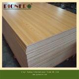 MDF/の削片板の合板の幅木との販売のための中国の製造者E1の等級のメラミンボード
