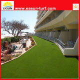 Hierba plástica para el patio del patio trasero, el ajardinar del patio trasero