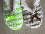 4つのカラーしまのある粒子ヤーンの屋内靴