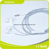 Principal 10 dans des écouteurs d'oreille exécutant des écouteurs
