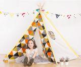 Form-Fabrik-Kind spielt Kinderteepee-indische Zelte für Verkauf
