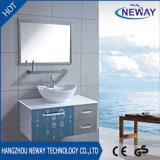 陶磁器の洗面器が付いている壁に取り付けられた鋼鉄ペースの浴室用キャビネット