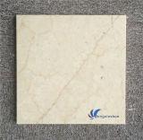 磨かれた自然なベージュ大理石のタイル