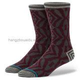 Ungerade Nadelstreifen farbige strickende Mannschafts-Mann-Socke