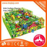 Замок многофункциональной крытой спортивной площадки капризный для малышей