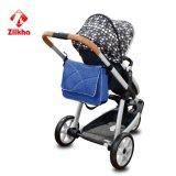 Baby-Spaziergänger mit Mutter Bag