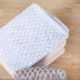 2 couches ont gravé la couverture molle de couverture d'ouatine de flanelle de peluche pour le genou ou le bâti