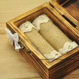 Contenitore reso personale di anello di cerimonia nuziale, casella di memoria rustica dell'elemento portante di anello