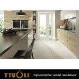 Piccolo Governo bianco del Pantry della cucina con l'isola aperta e Quarz nero Bentch Tivo-0221h superiore