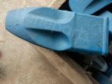 幼虫9W8552RCのバックホウのバケツの歯のアダプター
