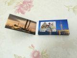 Kundenspezifische 2.4 Zoll-Papier-Geschäft LCD-Video-Player-Broschüre-Karte mit aufgebaut im Speicher für Weihnachtshalloween-Tag