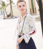 봄에 의하여 인쇄되는 매력적인 패턴 V 목 여자의 셔츠
