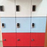 18ドア公共施設のための混合されたカラーキーHPLのロッカー