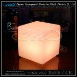 Muebles plásticos del cubo LED para la barra del jardín del hotel