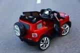 전차가 현대 아기 장난감 차에 의하여 농담을 한다